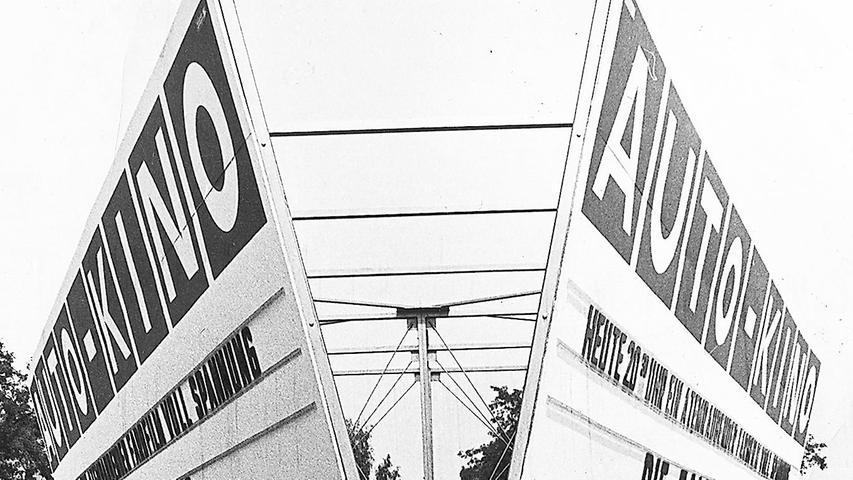 Das Geheimnis um den riesigen Bauplatz am Marienberg ist gelüftet: auf einem 60.000 Quadratmeter großen Gelände entsteht für zwei Millionen DM das erste Autokino Frankens.  Hier geht es zum Kalenderblatt vom 29. Januar 1969: Kino kommt frei Auto