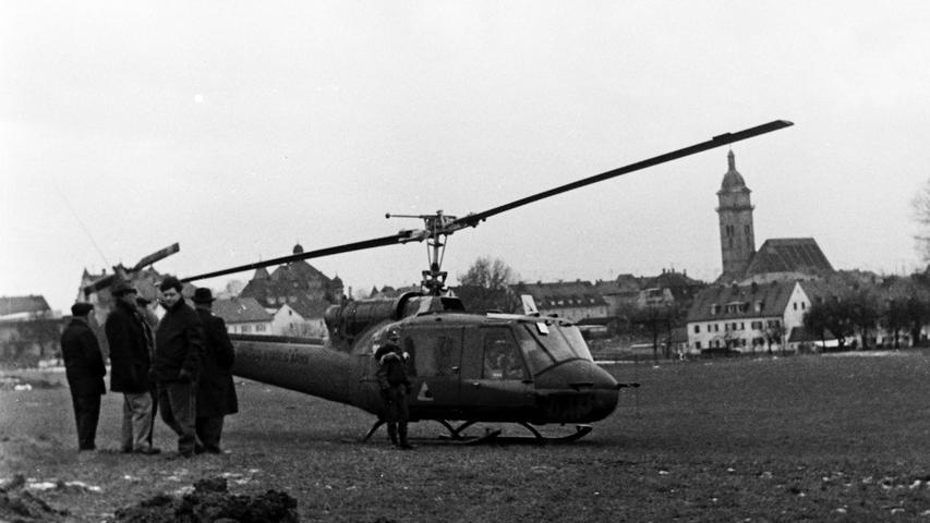 Dicht umlagert von Schaulustigen war der Hubschrauber von General Boyle, dem stellvertretenden Kommandeur der US-Truppen in Europa, bei dessen Besuch in Auerbach.