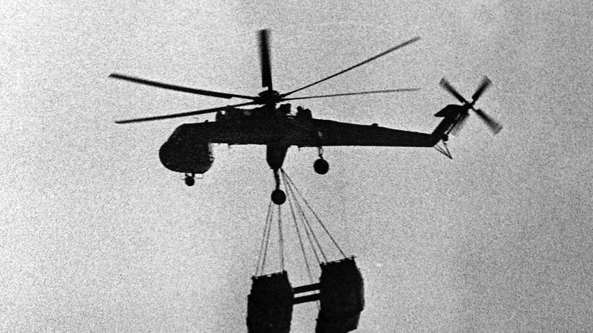 Auch Geschütze und anderes Material wurden auf dem Luftweg transportiert.