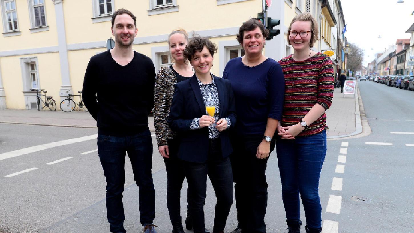 Eröffnungsfeier der neuen Räume der Aktion Mensch Projekt Kommune Inklusiv in der Friedrichstraße 28. Das Team: Franz Walther, Daniela Klebes, Felicitas Keefer, Ina Fischer und Theresa Schulte (v. l.)
