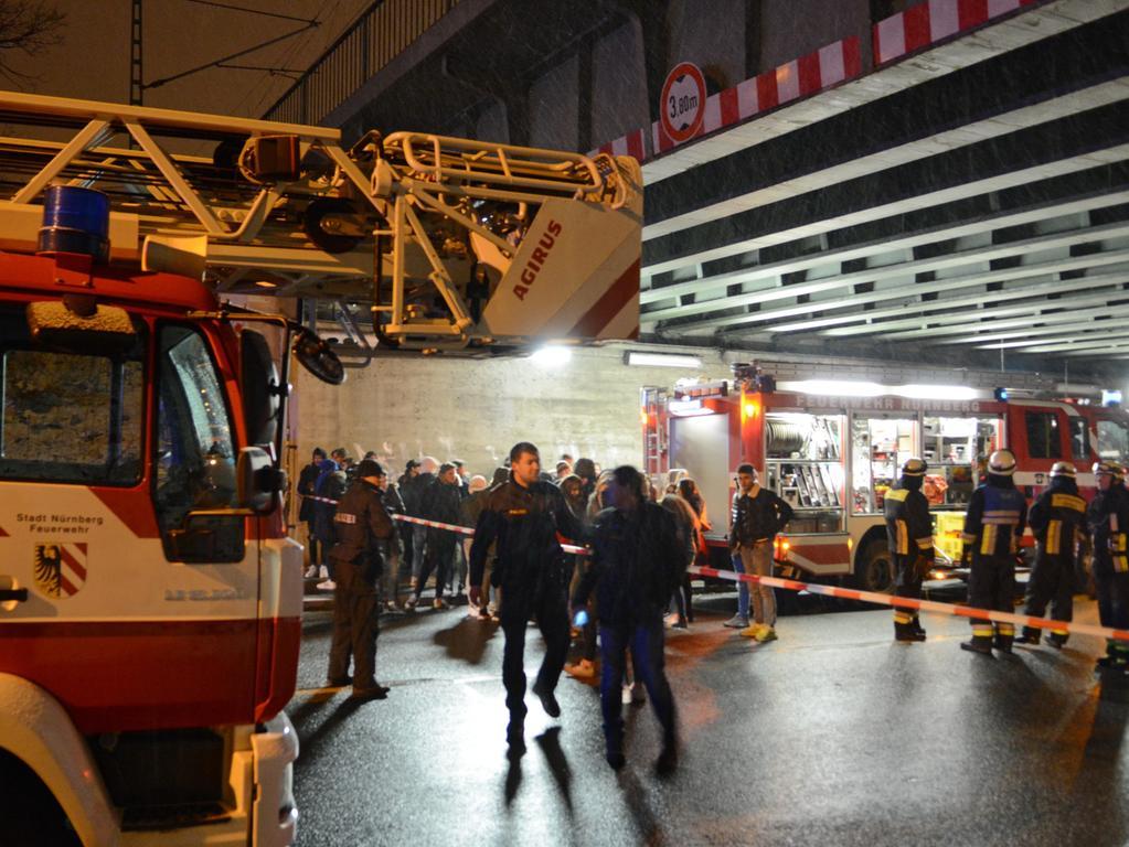 Versuchtes Tötungsdelikt Nürnberg S-Bahnhaltestelle Frankenstadion, nach Schlägerei 3 Personen im Gleisbett, 2 Personen wurden durch S-Bahn getötet, 26.01.2019, ToMa-Fotografie
