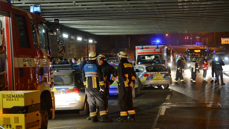 Feuerwehr und Polizei waren in der Nacht auf Samstag am Frankenstadion im Großeinsatz.