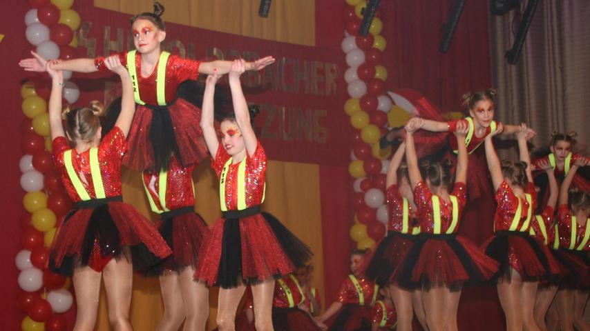 Die jungen Damen brachten artistische Höchstleistungen auf die Bühne.