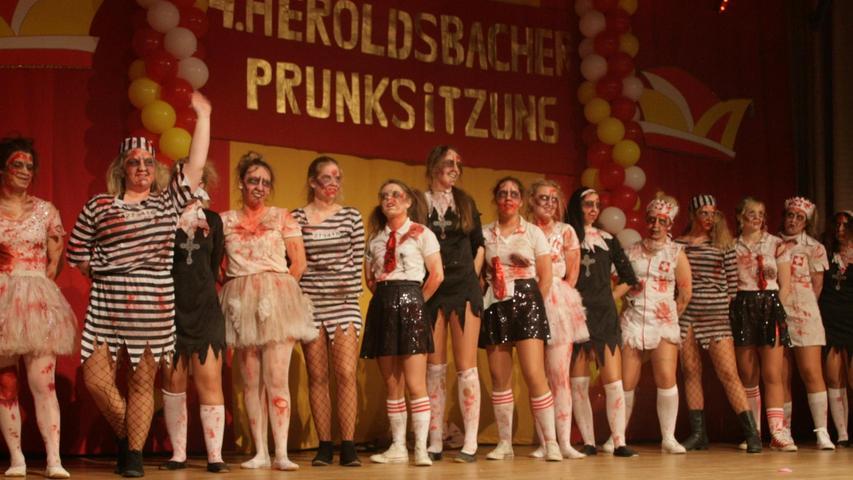 Jede Menge Kunstblut kam zum Einsatz, als Mumien und Strafgefangene die Heroldsbacher Bühne enterten.