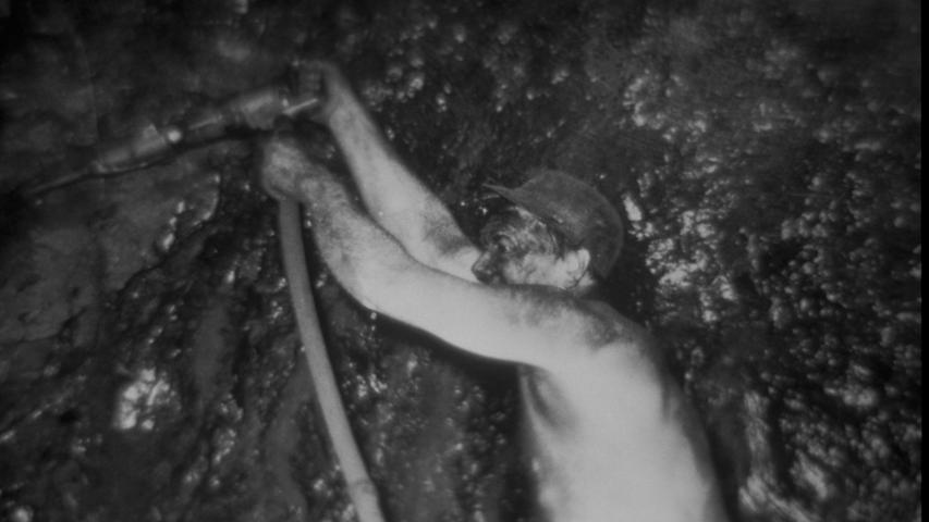 An der Technik, mit der die Bergleute die Steinkohle aus dem Untergrund brachen, veränderte sich im Lauf der Jahrzehnte und Jahrhunderte nur wenig. Immerhin gab es im 20. Jahrhundert schon mit Strom betriebene Geräte, große Maschinen oder Fräsen konnten in Stockheim dagegen nicht eingesetzt werden.