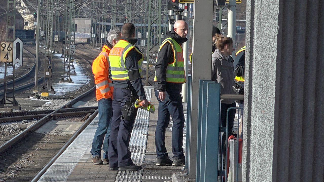 Nach einer Auseinandersetzung an der Nürnberger S-Bahn-Station Frankenstadion wurden zwei Männer von einer S-Bahn erfasst und getötet. Nun hat die Polizei eine Ermittlungskommission eingerichtet.