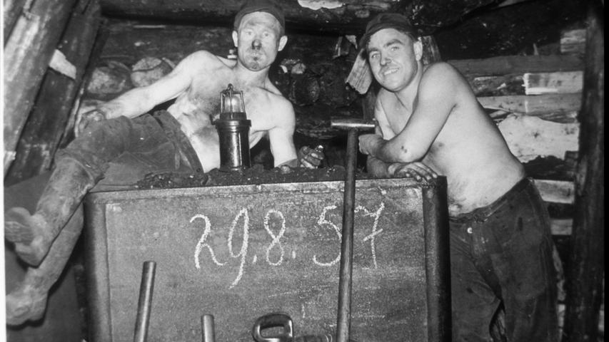 Bei der schweißtreibenden Plackerei bei bis zu 40 Grad und in bis zu 320 Metern Tiefe hatten sich die Bergleute jede Pause hart verdient.