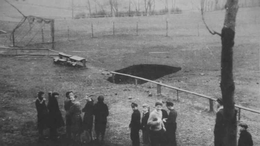Die Geschichte der Zeche ist reich an Unglücken: Am 28. März 1955 tat sich während des Trainings der Fußballer plötzlich ein sechs Meter langes, drei Meter breites und 135 Meter tiefes Loch auf dem Platz des 1. FC Stockheim auf. Ein gewaltiger unterirdischer Erdrutsch kostete in der Tiefe zwei Bergleute das Leben. Ihre Leichen konnten erst 60 Tage später geborgen werden.