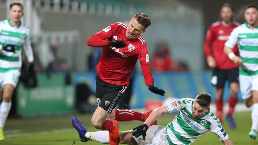 Elfmeter und zweimal Rot: Fürth mit Fehlstart gegen Ingolstadt