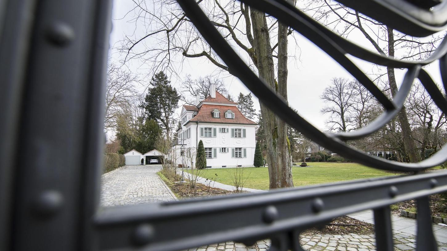 In der Fürther Westvorstadt gibt es viele prächtige Gebäude in teils parkähnlichen Grundstücken.