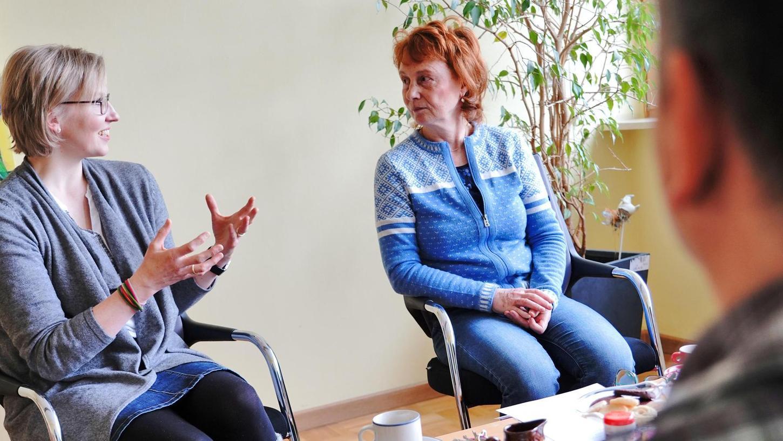 Alice Sartor-Muswieck (r.) hat von 1996 bis 2018 die Ehe-, Familien- und Lebensberatung Neumarkt geleitet. In dieser Zeit hat sich die Nachfrage fast verdreifacht. Sie wünscht ihrer Nachfolgerin Martina Moritz (l.) viel Erfolg.