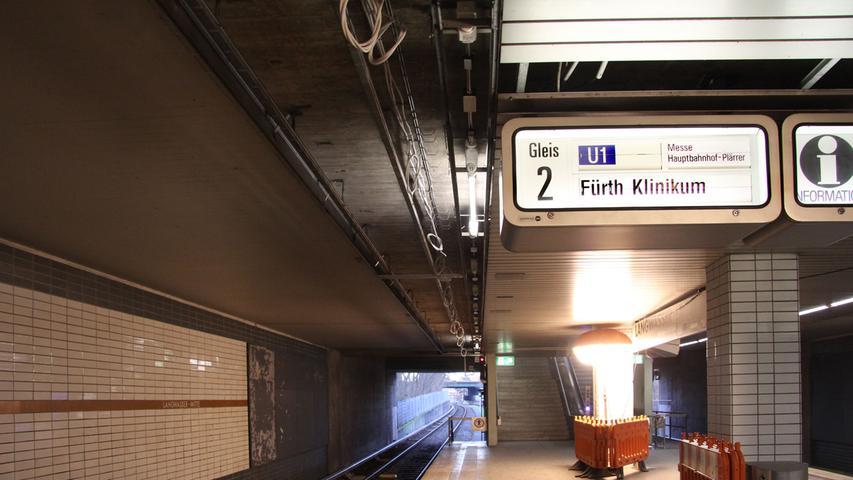 Der U-Bahnhof Gemeinschaftshaus wurde am 1. März 1972 eröffnet. Er liegt zwischen den beiden U-Bahnhöfen Langwasser Mitte und Langwasser Süd. 8600 Menschen verkehren dort jeden Werktag.