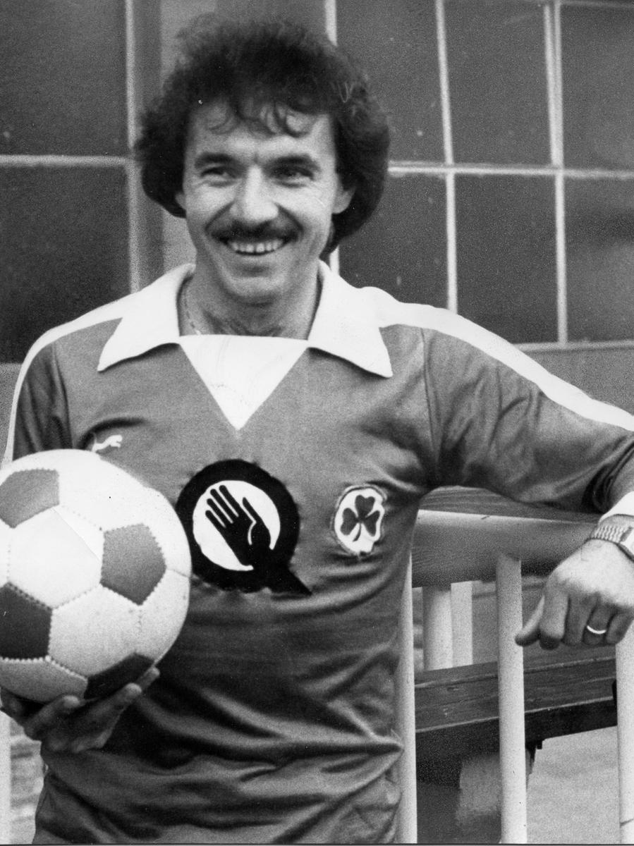 FOTO: Kurt Schmidtpeter ( Rechte Roland Fengler); veröff. 05.11.1980; historisch; 1980er...MOTIV: Sport; Fußball; SpVgg Fürth; Quelle; Sponsor...KONTEXT: