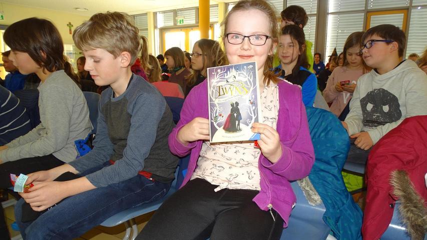 Selina aus Rehenbühl heißt eine der stolzen Gewinnerinnen bei der Lese-Show der diesjährigen Abiturienten.