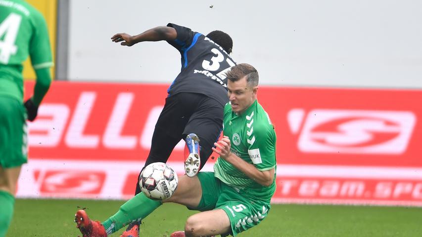 02.02.2019 --- Fussball --- Saison 2018 2019 --- 2. Fussball - Bundesliga --- 20. Spieltag: SC Paderborn - SpVgg Greuther Fürth ( Kleeblatt ) --- Foto: Sport-/Pressefoto Wolfgang Zink / WoZi --- DFL REGULATIONS PROHIBIT ANY USE OF PHOTOGRAPHS AS IMAGE SEQUENCES AND/OR QUASI-VIDEO --- ....Bernard Tekpetey (37, SC Paderborn 07 ) Richard Magyar ( 5, SpVgg Greuther Fürth )
