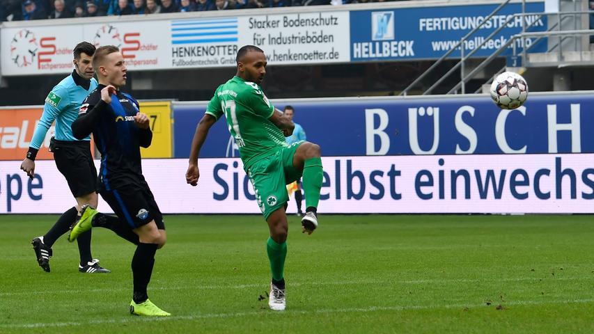 02.02.2019 --- Fussball --- Saison 2018 2019 --- 2. Fussball - Bundesliga --- 20. Spieltag: SC Paderborn - SpVgg Greuther Fürth ( Kleeblatt ) --- Foto: Sport-/Pressefoto Wolfgang Zink / WoZi --- DFL REGULATIONS PROHIBIT ANY USE OF PHOTOGRAPHS AS IMAGE SEQUENCES AND/OR QUASI-VIDEO --- ....Julian Green (37, SpVgg Greuther Fürth , rechts )