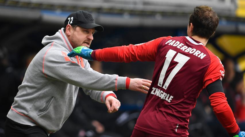 02.02.2019 --- Fussball --- Saison 2018 2019 --- 2. Fussball - Bundesliga --- 20. Spieltag: SC Paderborn - SpVgg Greuther Fürth ( Kleeblatt ) --- Foto: Sport-/Pressefoto Wolfgang Zink / WoZi --- DFL REGULATIONS PROHIBIT ANY USE OF PHOTOGRAPHS AS IMAGE SEQUENCES AND/OR QUASI-VIDEO --- ....Steffen Baumgart (Trainer SC Paderborn 07 ) Leopold Zingerle (17, SC Paderborn 07 )