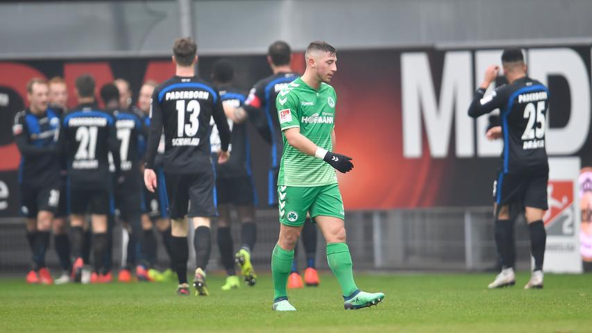02.02.2019 --- Fussball --- Saison 2018 2019 --- 2. Fussball - Bundesliga --- 20. Spieltag: SC Paderborn - SpVgg Greuther Fürth ( Kleeblatt ) --- Foto: Sport-/Pressefoto Wolfgang Zink / WoZi --- DFL REGULATIONS PROHIBIT ANY USE OF PHOTOGRAPHS AS IMAGE SEQUENCES AND/OR QUASI-VIDEO --- ....Torjubel Jubel Freude nach Treffer Tor Torschuß zum 3:0 durch Sven Michel (11, SC Paderborn 07 ) -