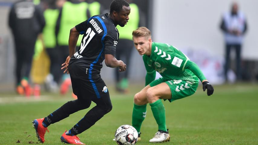 02.02.2019 --- Fussball --- Saison 2018 2019 --- 2. Fussball - Bundesliga --- 20. Spieltag: SC Paderborn - SpVgg Greuther Fürth ( Kleeblatt ) --- Foto: Sport-/Pressefoto Wolfgang Zink / WoZi --- DFL REGULATIONS PROHIBIT ANY USE OF PHOTOGRAPHS AS IMAGE SEQUENCES AND/OR QUASI-VIDEO --- ....Bernard Tekpetey (37, SC Paderborn 07 ) Maximilian Sauer (24, SpVgg Greuther Fürth )