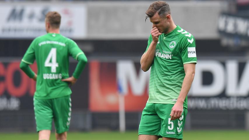 02.02.2019 --- Fussball --- Saison 2018 2019 --- 2. Fussball - Bundesliga --- 20. Spieltag: SC Paderborn - SpVgg Greuther Fürth ( Kleeblatt ) --- Foto: Sport-/Pressefoto Wolfgang Zink / MeZi --- DFL REGULATIONS PROHIBIT ANY USE OF PHOTOGRAPHS AS IMAGE SEQUENCES AND/OR QUASI-VIDEO --- ....Richard Magyar ( 5, SpVgg Greuther Fürth ) enttäuscht / Enttäuschung