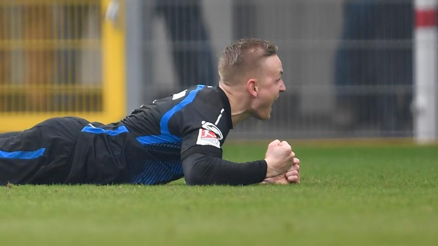 02.02.2019 --- Fussball --- Saison 2018 2019 --- 2. Fussball - Bundesliga --- 20. Spieltag: SC Paderborn - SpVgg Greuther Fürth ( Kleeblatt ) --- Foto: Sport-/Pressefoto Wolfgang Zink / WoZi --- DFL REGULATIONS PROHIBIT ANY USE OF PHOTOGRAPHS AS IMAGE SEQUENCES AND/OR QUASI-VIDEO --- ....Torjubel Jubel Freude nach Treffer Tor Torschuß zum 5:0 durch Kai Pröger (9, SC Paderborn 07 ) -