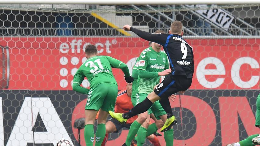 02.02.2019 --- Fussball --- Saison 2018 2019 --- 2. Fussball - Bundesliga --- 20. Spieltag: SC Paderborn - SpVgg Greuther Fürth ( Kleeblatt ) --- Foto: Sport-/Pressefoto Wolfgang Zink / MeZi --- DFL REGULATIONS PROHIBIT ANY USE OF PHOTOGRAPHS AS IMAGE SEQUENCES AND/OR QUASI-VIDEO --- ....Kai Pröger (9, SC Paderborn 07 ) erzielt Treffer Tor Torschuß zum 5:0