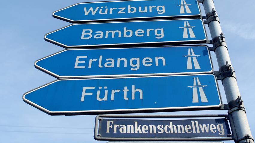 Während in den letzten Jahren der kreuzungsfreie Ausbau des Frankenschnellwegs im Raum Nürnberg heftig umstritten war, lehnten Kritiker seinerzeit den Weiterbau der A73 bei Bamberg ab. Der Grund: Die Trasse durchschneidet mit dem Hauptsmoorwald ein großes zusammenhängendes Waldgebiet. Der bereits zwischen 1967 bis 1972 gebaute Abschnitt Nürnberg–Fürth–Erlangen ist der mit Abstand älteste der A73; ursprünglich wurde er zwar als B4a eröffnet, allerdings hatte er von Beginn an Autobahnstandard.