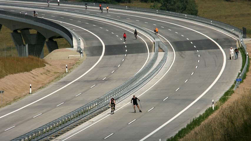 Bevor im Sommer 2008 das letzte Teilstück der Thüringer-Wald-Autobahn zwischen Schleusingen und Eisfeld-Nord für den Verkehr freigegeben wurde, durften Spaziergänger, Radler und Skater die 680 Meter lange Talbrücke