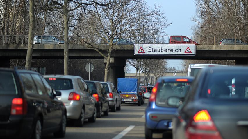 Beim Frankenschnellweg, im Volksmund wegen der regelmäßigen Staus gerade auf Nürnberger Gebiet auch als Frankenschleichweg verschrien, handelt es sich im engeren Sinn lediglich um den Abschnitt zwischen den Anschlussstellen Nürnberg/Fürth und Kreuz Nürnberg-Hafen. Dort gilt die Strecke offiziell nicht als Bundesautobahn, sondern als Kreisstraße N4, die sich über das Kreuz Nürnberg-Hafen und die Anschlussstelle Nürnberg-Eibach in Richtung Reichelsdorf fortsetzt. Gleichwohl ist der Abschnitt zwischen der Anschlussstelle Nürnberg/Fürth und der Kreuzung mit der Rothenburger Straße als Autobahn blau beschildert.