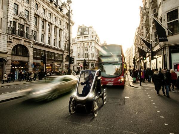 Bio-Hybrid: Der Mix aus Micro-Car und Pedelec darf ohne Helm und Führerschein gefahren werden.