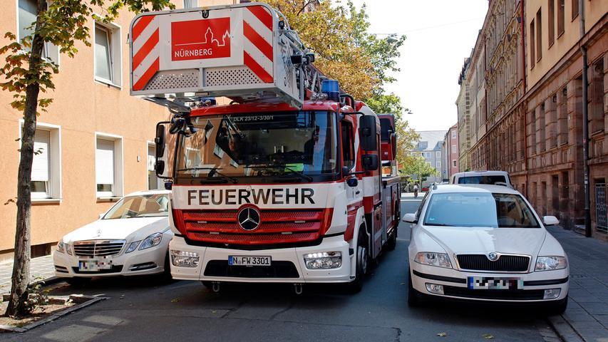 Die Berufsfeuerwehr Nürnberg setzt seit April 2018 diese neue Drehleiter der Marke Magirus auf einem Fahrgestell von Mercedes-Benz zur Höhenrettung ein. Das obere Ende der Leiter kann abgeknickt werden, etwa um auch die von der Straße abgewandte Seite von Dächern erreichen zu können.