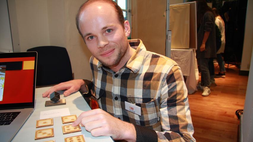 """""""Sehbehinderte und nicht-sehbehinderte Menschen spielen zusammen einen Spieleklassiker gleichberechtigt mit denselben Voraussetzungen."""" Das ist die Idee von """"SeeVera"""". Marc Müller, Kevin Meister und Nikolas-Gregor Körber-Asteroth haben ein Memo-Spiel für Blinde gestaltet. Auf den Karten sind sowohl Symbole abgebildet, wie etwa eine Sonne, als auch deren Bedeutung in Brailleschrift."""