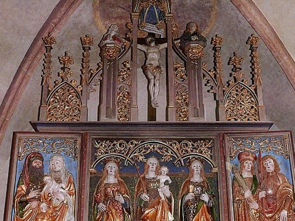 Der spätgotische Hochaltar aus der Werkstatt Michael Wolgemuts ist das weitaus bedeutendste Kunstwerk der Kirche.