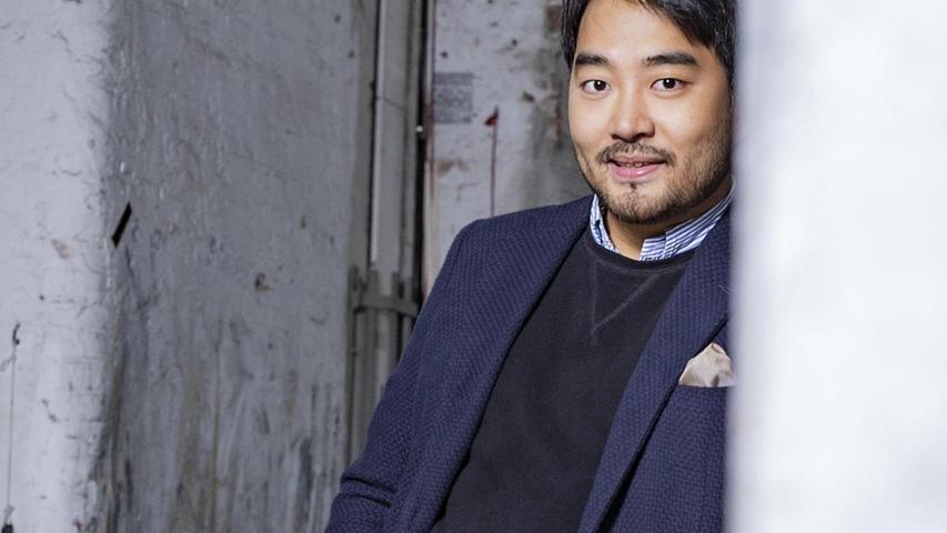 Dieser Mann dürfte der Traum aller Regisseure und Dirigenten und ihrer weiblichen Vertreterinnen sein: Krach mit den leitenden Theatermachern hatte Wonyong Kang eigentlich noch nie.