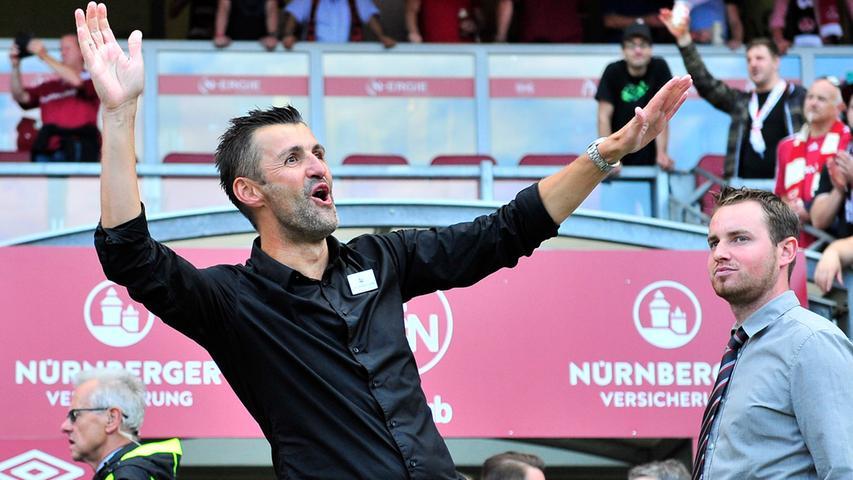 ...ein überglücklicher Michael Köllner, der zum Saisonabschluss gegen Fortuna Düsseldorf den Aufstieg in die Bundesliga feiern durfte.