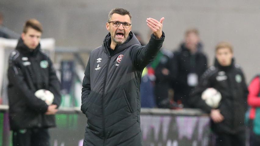 Die wohl letzte Chance wurde Köllner im Duell mit Hannover 96 eingeräumt. Vor der Partie stand der Club auf Rang 17, Hannover war Schlusslicht. Doch am Ende setzten sich die Niedersachsen durch, der FCN übernahm die Rote Laterne und ließ einmal mehr massive Zweifel an der Erstliga-Tauglichkeit aufkommen.