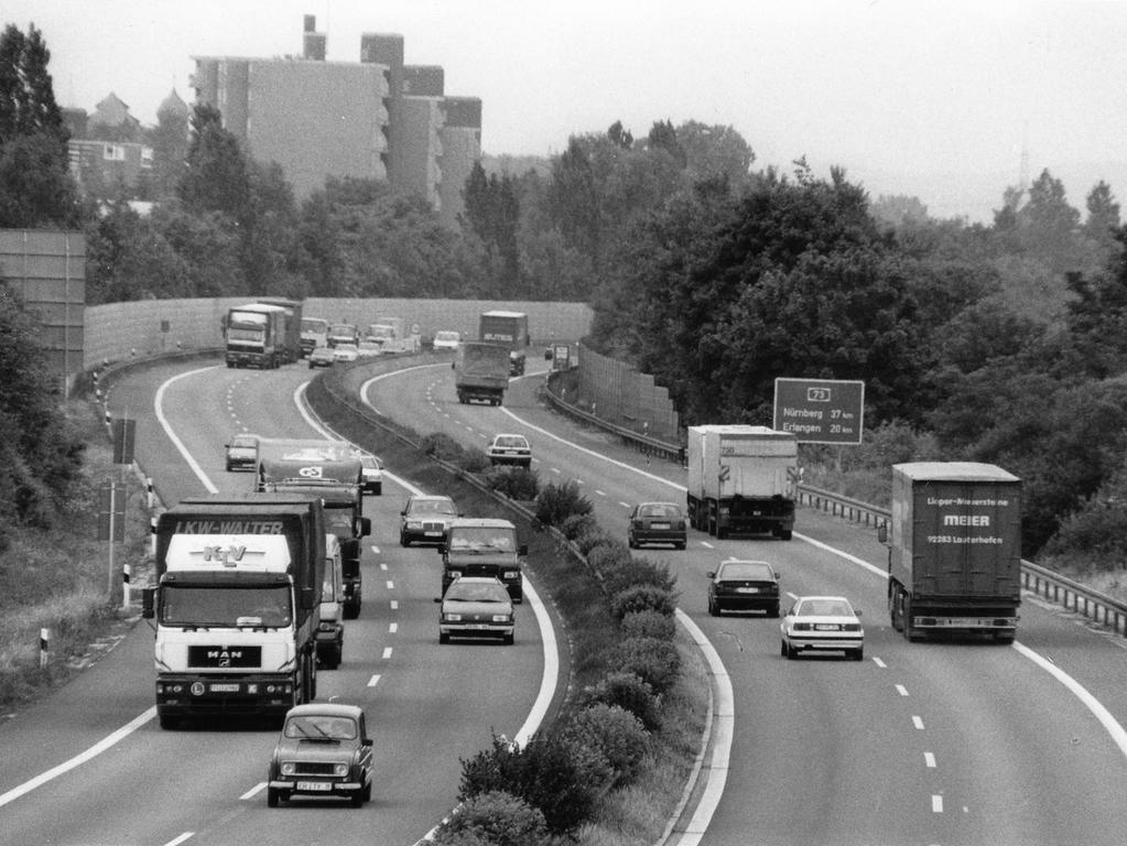 FOTO: Roland-Gilbert Huber-Altjohann, B-Ausg. 21.06.1996; historisch; 1990er...MOTIV: Autobahn A73, BAB; A73; Frankenschnellweg; historisch; Verkehr. Forchheim; LKW...Kontext: Lärmschutz gefordert