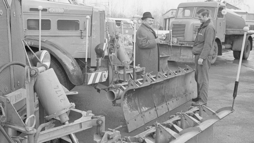 Beeindruckend sah der Fuhrpark des Nürnberger Winterdienstes im Januar 1969 aus. Damals waren in der Stadt noch viele Lastwagen des ebenfalls in Nürnberg ansässigen Herstellers FAUN unterwegs.
