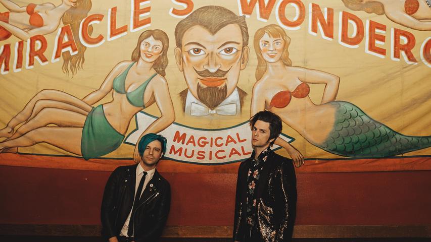 iDKHOW oder auch I Don't Know How But They Found Me ist ein US-amerikanisches Duo mit dem ehemaligen Panic! at the Disco-Mitglied Dallon Weekes als Frontsänger. Anzusiedeln ist der Musikstil wohl am ehesten im Britpop.
