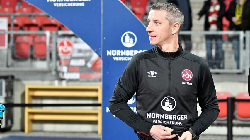 """Warum in die Ferne schweifen, liegt das Gute doch so nah? Robert Palikuca bezeichnet Marek Mintal, der seinem Club erneut als Nothelfer beisteht und von Damir Canadi nun als Interimscoach übernimmt, als die """"für den Moment richtige Lösung"""". Das Phantom liebt Nürnberg und den Club - andersrum gilt das auch. In der jüngeren Vergangenheit sprang die Vereinslegende, die normalerweise die Nürnberger U21 trainiert und seine Fußballlehrer-Ausbildung in der Slowakei bald abgeschlossen hat, auch schon als Interimstrainer ein. Bleibt Mintal diesmal dauerhaft auf der Kommandobrücke?    Tendenz: 5 Prozent"""