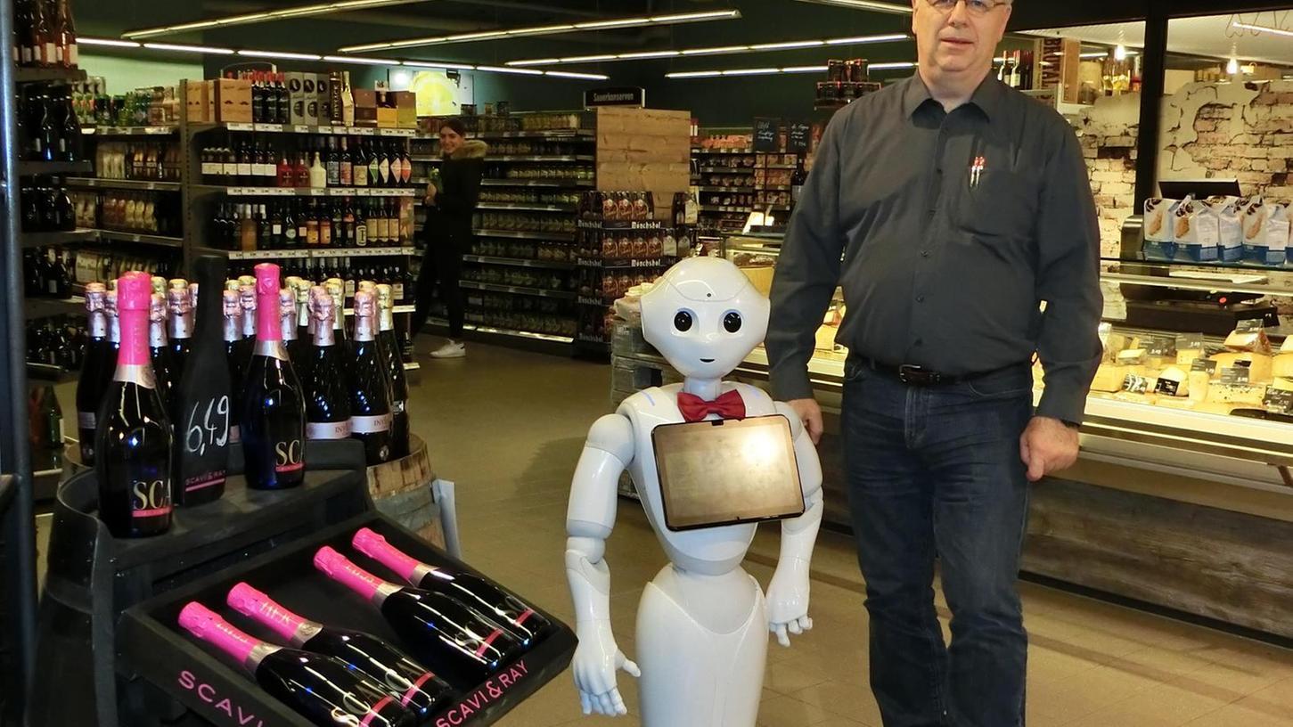 """Weiß, was der Einzelhandel vom Kunden wissen will und wie die Branche es bekommt: Stefan Wolpert, hier im Nürnberger Innovationslabor """"Josephs""""."""
