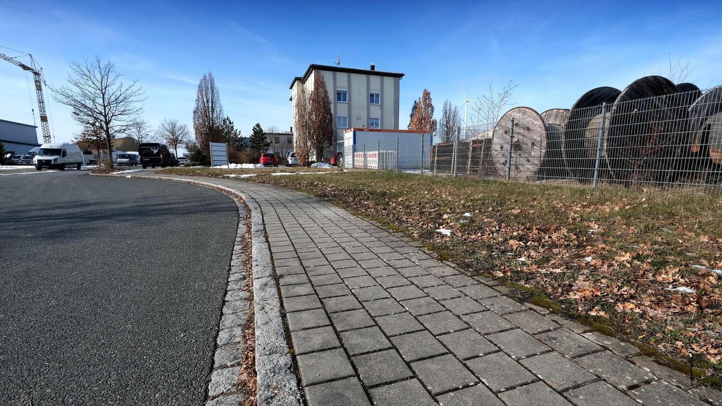 Ein Gewerbegebiet gibt es bereits in Buchschwabach, es soll jetzt aber deutlich vergrößert werden. Bei den Grünen stößt der dafür beschlossene Flächenverbrauch auf Ablehnung.