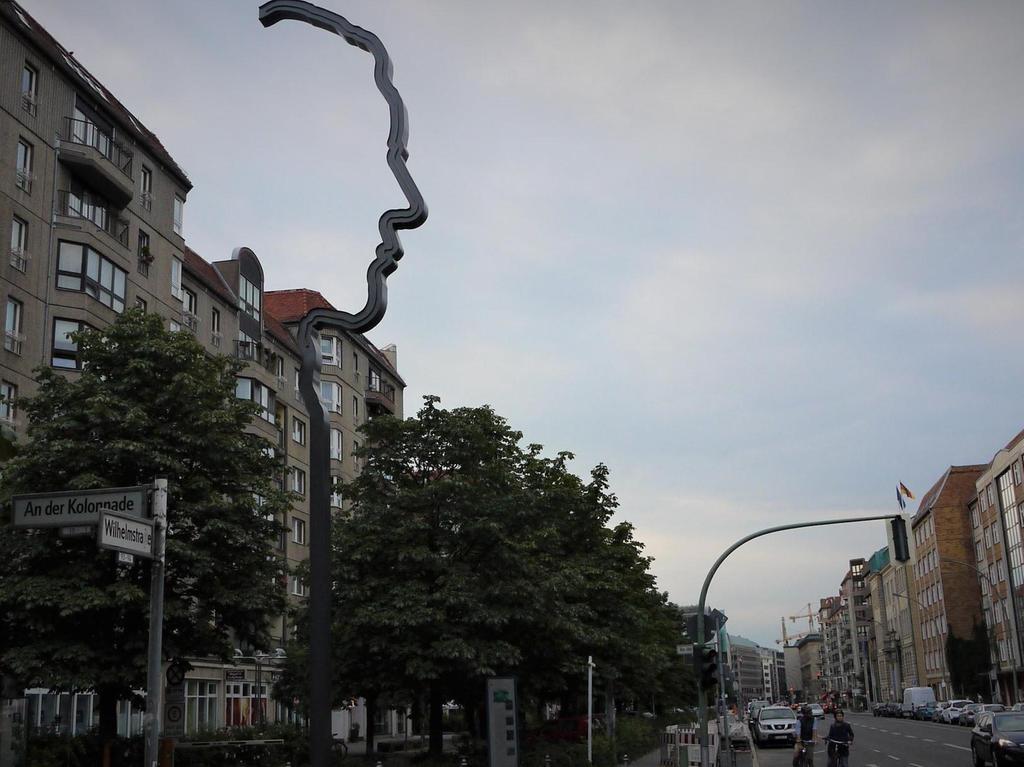 Mann mit Profil: Georg Elsers Denkmal an der Wilhelmstraße.