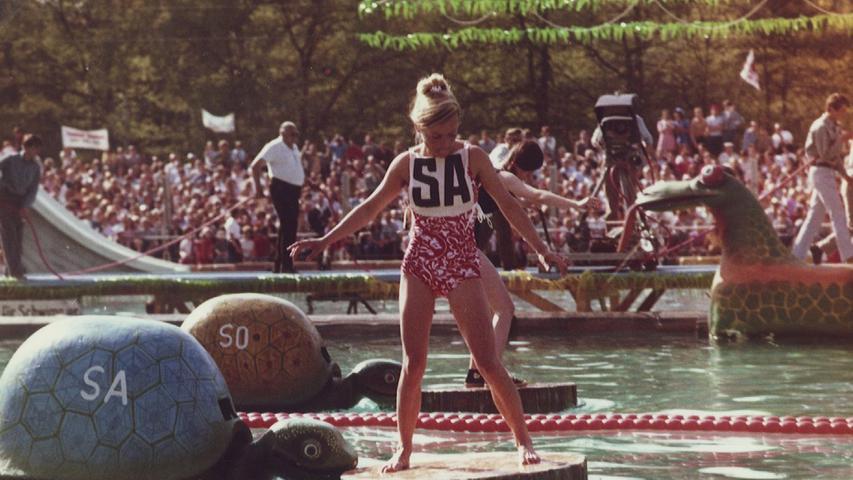 schwabach .spiel ohne grenzen .8. Mai 1971 Parkpad.Erika Komenda , heute Rohrmayr.Schwabach - Schorndorf 14:10.Foto: privat