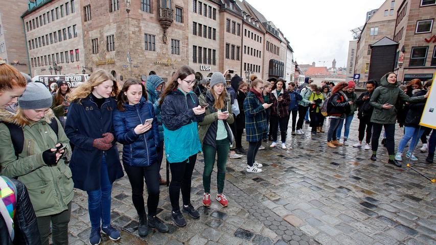 RESSORT: Lokales..DATUM: 01.03.19..FOTO: Michael Matejka ..MOTIV: Flashmob Fridays for Future vor der Lorenzkirche..ANZAHL: 1 von 22..