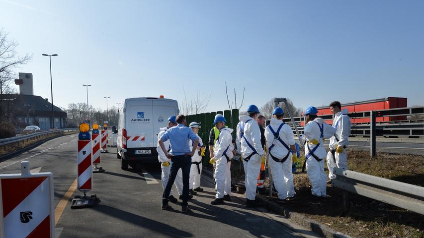Die Besucher von der Deutschen Vereinigung für Wasser, Abwasser und Abfall (DWA) durften durch einen Schacht einsteigen.