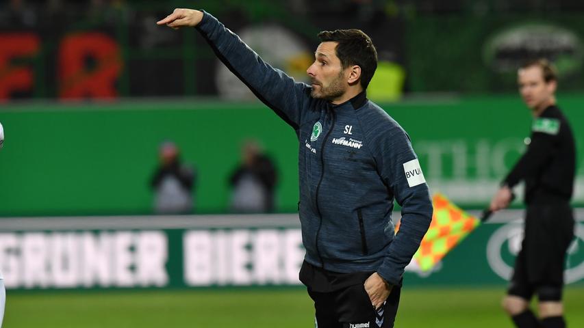 Nach dem Buric-Experiment soll es dann wieder ein Trainer richten, der etwas mehr Trainer-Erfahrung im deutschen Profifußball hat: Stefan Leitl. Der gebürtige Münchner war als Spieler unter anderem für den 1. FC Nürnberg und den FC Ingolstadt aktiv, bei letzterem bekam er 2017 die Chance, sich auch als Trainer zu beweisen. Nach nur etwas mehr als einem Jahr war für den Ex-Mittelfeldmann bei den Schanzern Schluss, er soll das Kleeblatt wieder stabilisieren - und erhielt dafür einen Vertrag bis 2020.