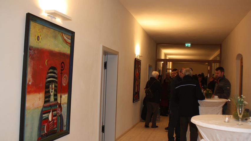 Die Walburgabilder des Spielberger Künstlers Ernst Steinacker haben, sehr zur Freude von Architekt Hans-Heinrich Häffner, im sanierten Westflügel des Heidenheimer Klosters einen festen Platz gefunden.