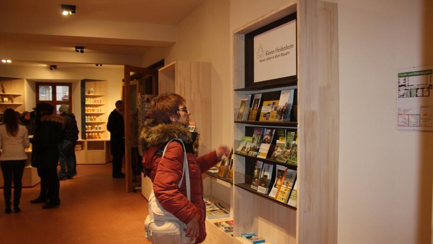 Im Heidenheimer Klosterladen gibt es neben regionalen Produkten auch viel Informationsmaterial zum dortigen Programm und dem regionalen Angebot.