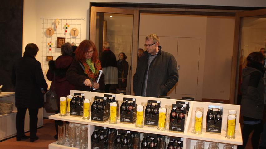 Sogar ein eigenes Heidenheimer Klosterbier wird im Museumsladen angeboten, das passende Glas gibt es gleich mit dazu. Gebraut wird es in Ellingen.